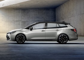 Toyota Corolla Touring Sports GR Sport lateral