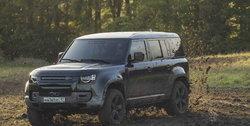 VÍDEO | ¿Está el nuevo Land Rover Defender a la altura de James Bond?