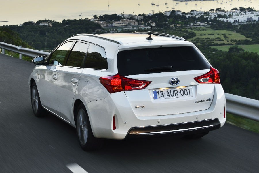 El color Blanco Perla es exclusivo de la versión híbrida del Toyota Auris Touring Sports.