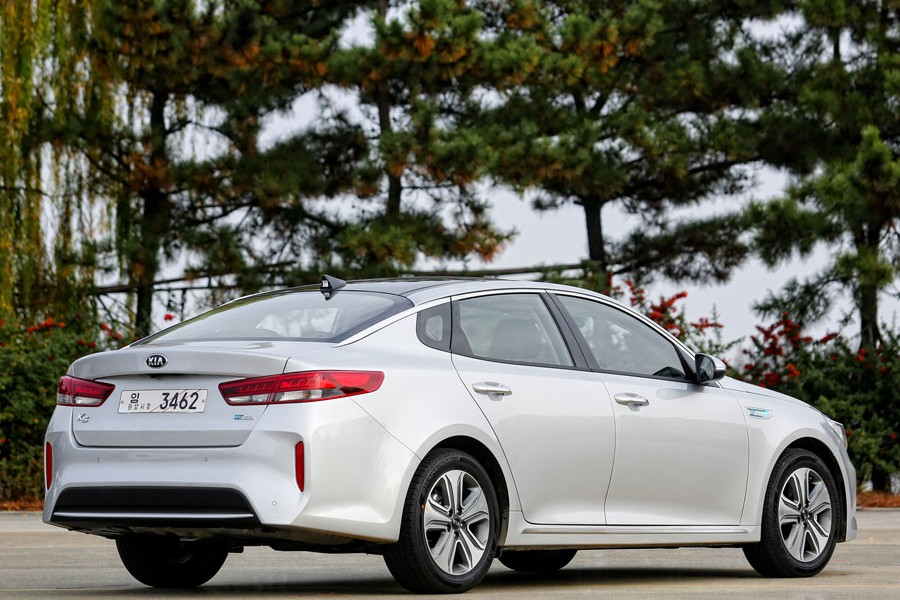 El Kia Optima híbrido enchufable llegará al mercado en 2016.