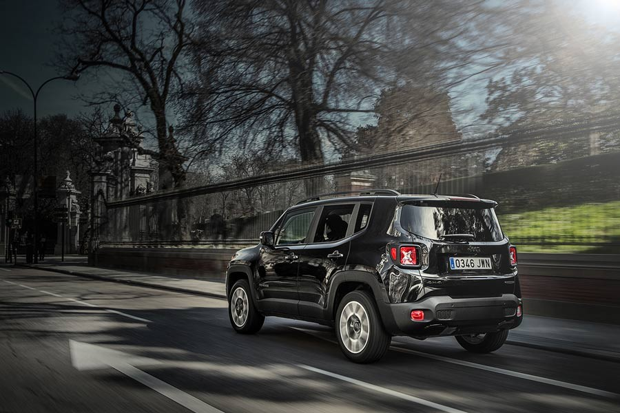 El Jeep Renegade Night Eagle II se distingue por sus detalles en 'Negro Gloss'.