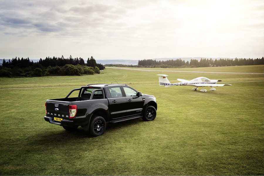 Ford Ranger Black Edition, una pisk up «muy oscura».