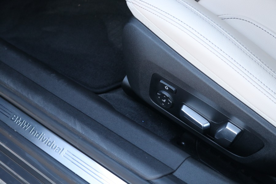 Prueba del BMW 330e 2020 híbrido enchufable interior.